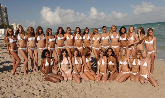 Девочки на пляже